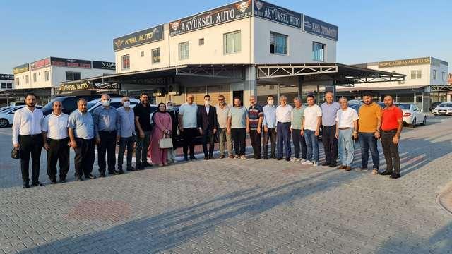 AK Parti Yüreğir İlçe Başkanı Necip Fazıl Cengil, Yönetim Kurulu Üyeleri ile birlikte yeni acılan Sarıcam Oto Center'i ziyaret ederek Başkan Hüseyin Yüksel ile görüştüler.