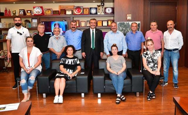 Vakıf Başkanı Saim Yılmaz da katkılarından dolayı Başkan Soner Çetin'e teşekkür etti.