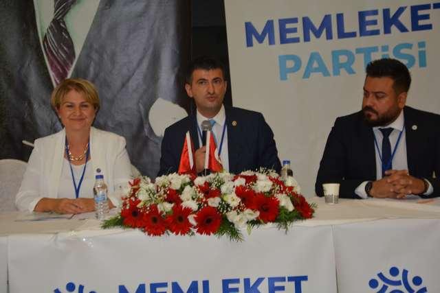 İzmir Milletvekili ve Genel Başkan Yardımcısı Mehmet Ali Çelebi, Divan Başkanlığını yaptığı kongrede bir konuşma yaptı.