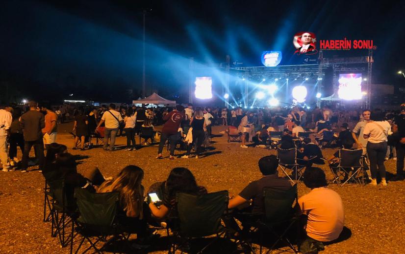 Festival ateşi ısıttı Festival coşkulu başladı Binlerce insan festivale akın etti