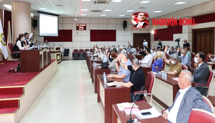 Kocaispir, ölüm yıl dönümünde Yüreğir'in kurucu belediye başkanı sosyal demokrat Sabahattin Eşberk'in kabrini de ziyaret etmişti.