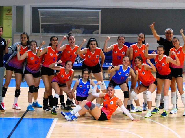 Büyükşehir Kadınlar Voleybol Takımı 3. maçını da kazandı