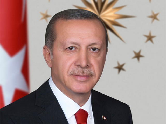 """Cumhurbaşkanı Erdoğan, Cumhurbaşkanlığı Kabinesi Toplantısı ardından yaptığı açıklamada, """"Nice mücadelelerden alnının akıyla çıkan Türkiye, salgın karşısında verdiği mücadeleyi de Allah'ın izniyle mutlaka kazanacaktır. Bu dalganın üstesinden geldiğimizde inşallah aşı sürecinin de başlamasıyla kontrolü ve yönetilmesi daha kolay bir mücadele dönemine gireceğiz"""" dedi."""