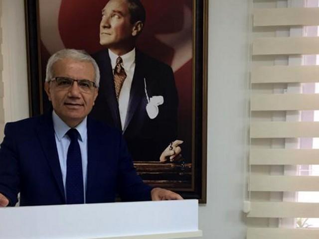 """TMMOB Jeoloji Mühendisleri Odası (JMO) Adana Şube Başkanı Dr. Mehmet Tatar, """"Dünya Madenciler Günü"""" dolayısıyla yaptığı açıklamada, maden emekçilerinin ağır ve çok zor şartlar altında alın teri dökerek çıkardıkları madenlerin, halkın yararı doğrultusunda değerlendirilmesi gerektiğini söyledi."""