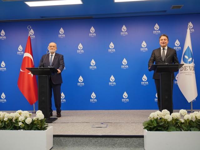 Saadet Partisi Genel Başkanı Temel Karamollaoğlu, DEVA Partisi Genel Başkanı Ali Babacan'ı DEVA Partisi Genel Merkezi'nde ziyaret etti.