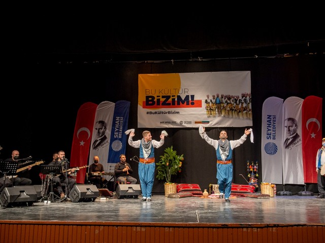 Seyhan'dan yerel sahne sanatçılarına destek büyüyor