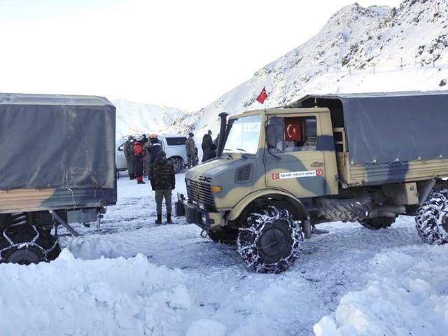 AFAD ve Jandarma Arama Kurtarma ekiplerinden 37 uzman personelin yürüttüğü çalışmalar sonucunda Uzman Çavuş Ali Özdemir'in naaşına ulaşıldı.