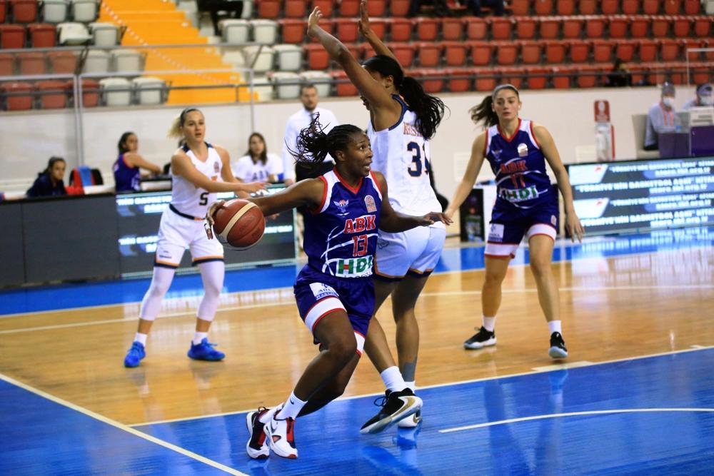 Herbalife Nutrition Kadınlar Basketbol Süper Ligi'nin 13.haftasında Büyükşehir Belediyesi Adana Basketbol deplasmanda ÇBK Mersin Yenişehir Belediyesi'ne 74-102 yenilerek dipteki yerinden kurtulamadı.