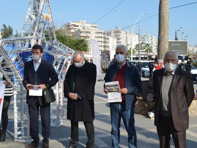 DİSK/ Emekli-Sen Adana Şubesi tarafından düzenlenen basın açıklamasıyla Emekli ücretlerine yapılacak zamlara tepki gösterdi.