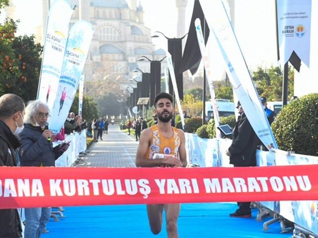 11. Kurtuluş Yarı Maratonu koşuldu Dereceye giren sporculara 107 bin lira para ödülü