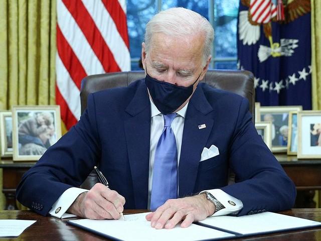 Joe Biden, Beyaz Saray'daki ilk gününde