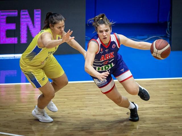 Büyükşehir Belediyesi Adana Basketbol Avrupa'ya havlu attı:52-72