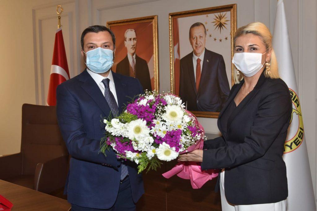 """KOCAİSPİR'E 'HALKA HİZMET PLAKETİ"""""""