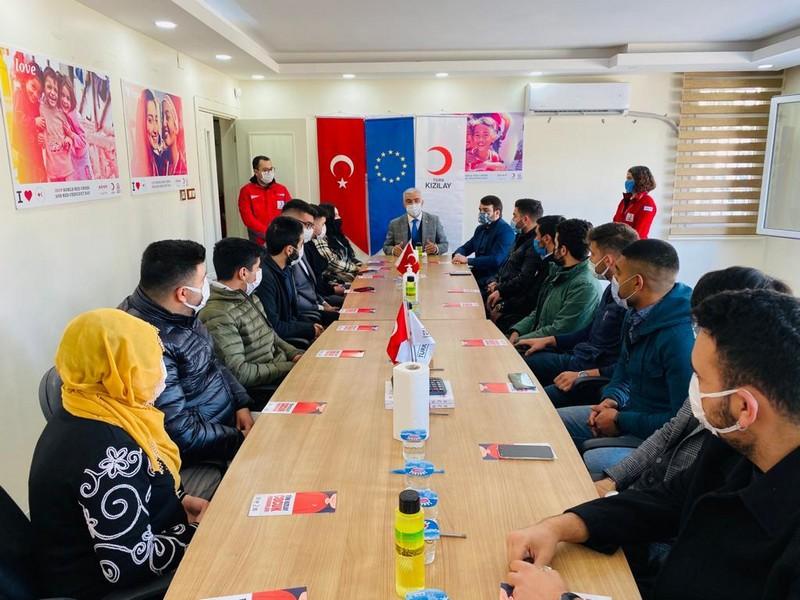 Genel Merkez Yönetim Kurulu Üyesi Saygılı, Adana'daki Kızılay gönüllüleri ile bir araya geldi.
