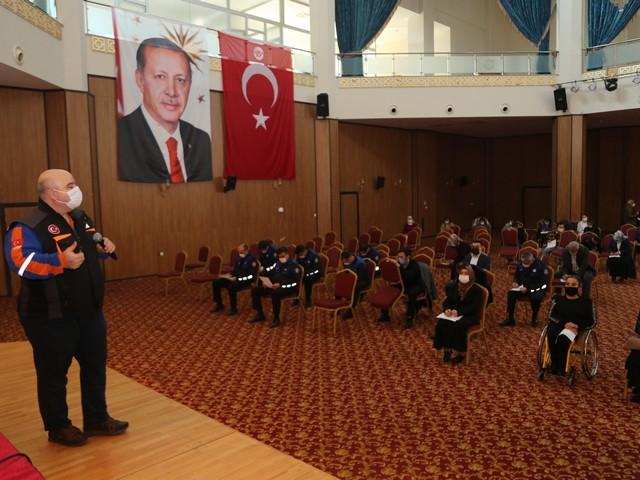 Yüreğir Belediyesi personeline Adana İl Afet ve Acil Durum Müdürlüğü (AFAD) ekipleri tarafından 'Temel Afet Bilinci' eğitimi verildi.