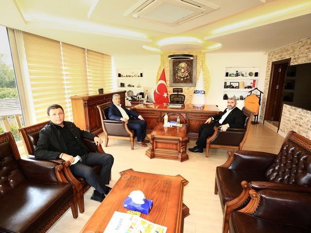 """Teşkilat çalışmaları ve parti programları hakkında bilgiler veren Kısacık, """"DEVA Partisi olarak tüm Sivil toplum kuruluşlarını çok önemsiyoruz. Her fırsatta Adana'mız için siyasi, ekonomik ve diğer önemli konularda karşılıklı fikir alışverişi için istişare halinde bulunmak istiyoruz. Bu sayede Adana'mızın önünde biriken sorunları çözme adına önemli bir çözüm olacağını düşünüyoruz"""" dedi."""