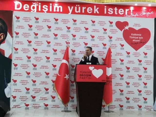 Türkiye Değişim Partisi Genel Başkanı Mustafa Sarıgül, Siirt'te partisinin İktidara Hazırlık Merkezini açtı.