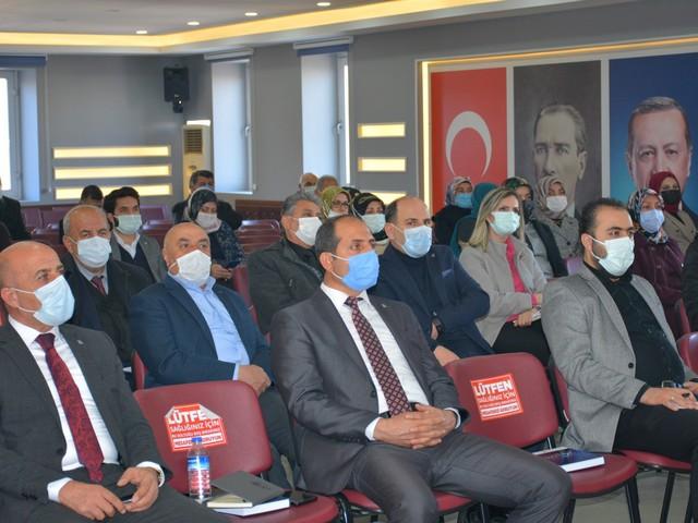 AK Parti Van İl Başkanı Kayhan Türkmenoğlu, teşkilat mensupları ile bir araya gelerek istişare toplantısı düzenledi.