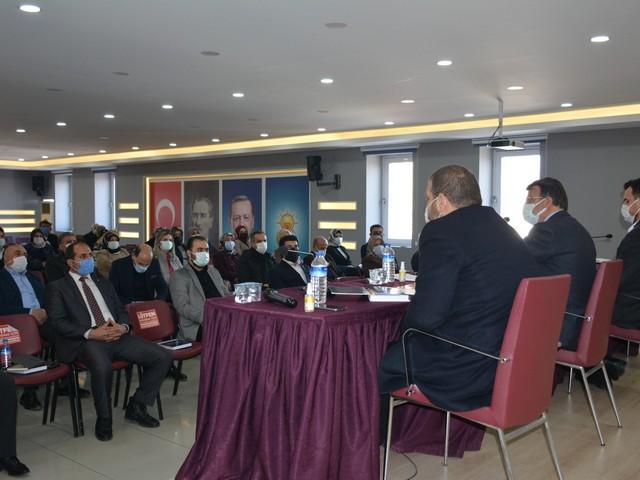 NOVACELL AJANS / VAN-AK Parti Van İl Başkanı Kayhan Türkmenoğlu, teşkilat mensupları ile bir araya gelerek istişare toplantısı düzenledi. Türkmenoğlu başkanlığında gerçekleşen toplantıya İlçe Başkanları, Kadın ve Gençlik Kolları Başkanları, İlçe koordinatörleri ve İl Yönetim Kurulu Üyeleri katıldı.