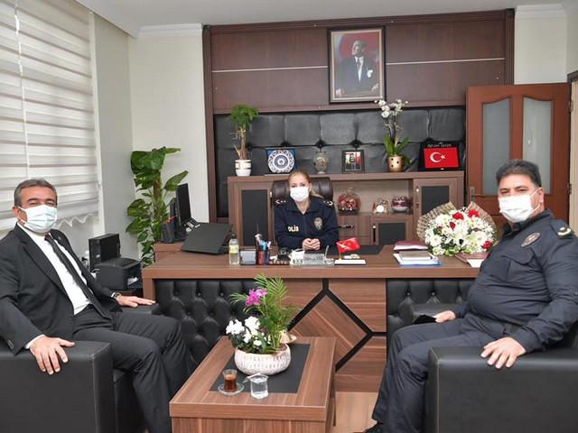 Başkan Soner Çetin, İlçe Emniyet Müdürü Özlem Şeker'i ziyaret etti