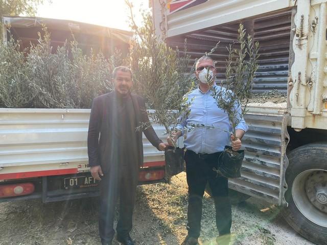 Karataş'ta 50 000 ağacın toprakla buluşturulması çalışması kapsamında Karataş Belediyesince vatandaşlara ücretsiz zeytin ağaçları dağıtıldı. 2019 ve 2020 yılları içerisinde yaklaşık 20 000 ağacın Karataş'ta toprak ile buluşturulmasını sağlayan Karataş Belediye Başkanı Necip Topuz 5 yıllık görev süremiz sonunda en az 50 000 fidanın Karataş'ta toprak ile buluşturulmasını sağlayacağız dedi.