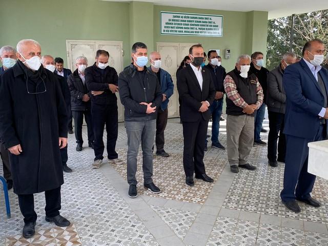 Kameraman Adnan Dinibütün, yapılan törenin ve edilen duaların ardından Ali Hocalı Mezarlığı'nda gözyaşları arasında toprağa verildi.