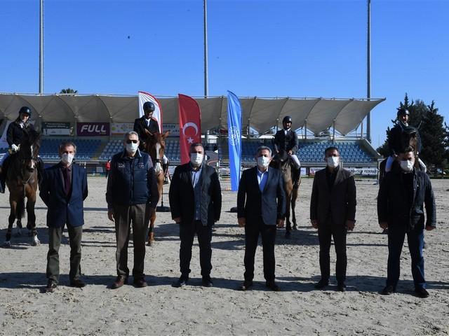 Vali Elban ADASK Engel Atlama Binicilik Yarışmasını İzledi