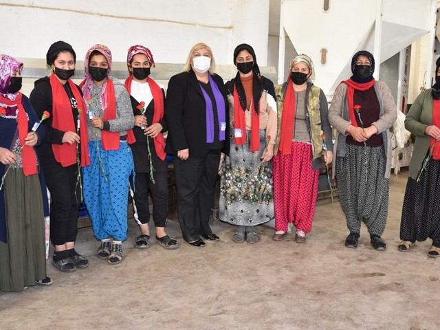 Ceyhan Belediye Başkanı Hülya Erdem, 8 Mart Dünya Kadınlar günü münasebetiyle düzenlenen anma programlarına ve ziyaretlere katıldı.