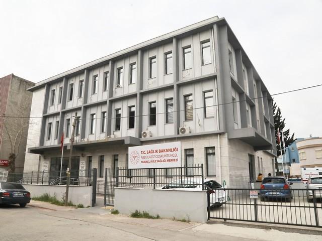 Yüreğir Belediye Başkanı Fatih Mehmet Kocaispir, ilçede yaklaşık 100 bin kişiye hizmet verecek diş hastanesi için kolları sıvadı. Yüreğir Karşıyaka Diş Hastanesi Yamaçlı Ek Hizmet Binası'nın yapımı için düğmeye basıldı.