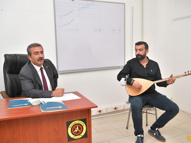 Turhan Selçuk Sanat Okulunda kursiyerlerle bir araya gelen Başkan Soner Çetin,