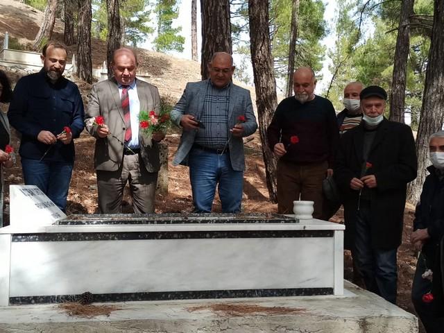 ÇGC kurucu Başkanı vefatının 40.yıldönümü nedeniyle Şıhlı Mezarlığı'nda anıldı, anma etkinliğine Pozantı Belediye Başkanı Mustafa Çay da katıldı