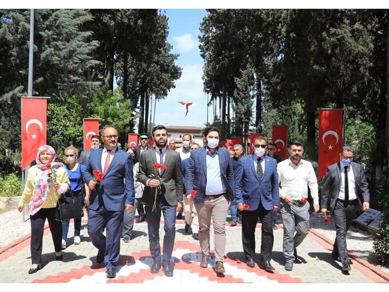 Şehitleri ziyaret eden Gelecek Partisi İl Teşkilatı adına kısa bir değerlendirme yapan İl Başkanı Ebubekir Yıldırım