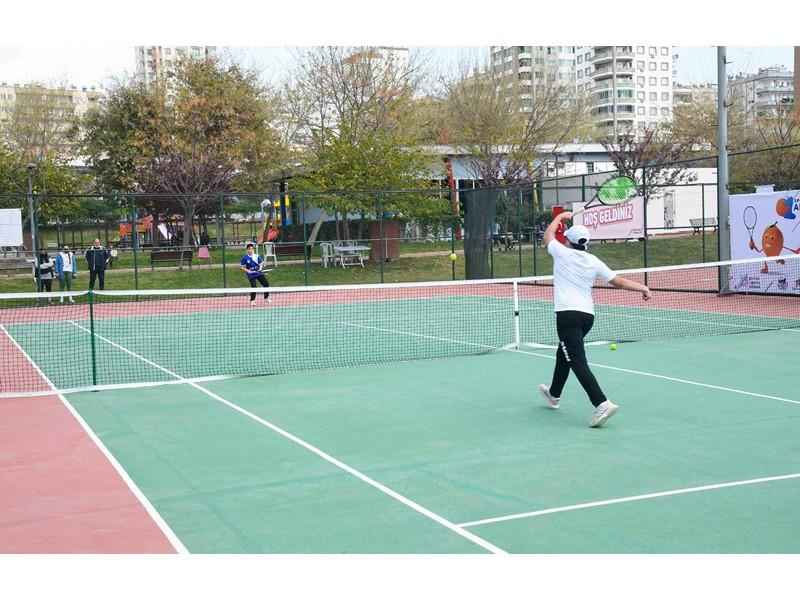 tenis rüzgarı esti Büyükşehir'den çocuk tenisçilere destek