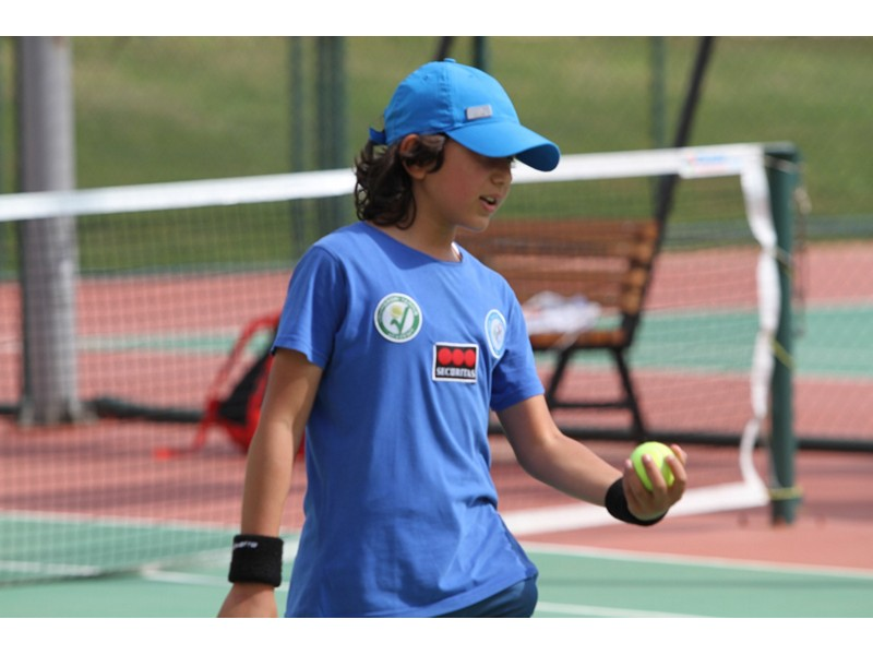 Adana'da tenis rüzgarı esti Büyükşehir'den çocuk tenisçilere destek