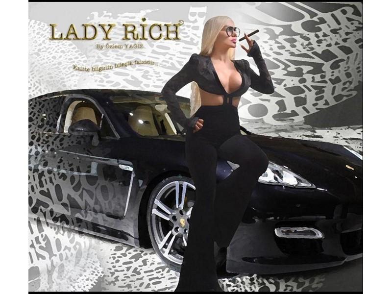 Lady Rich By ünvanına sahip olan Özlem Yağız