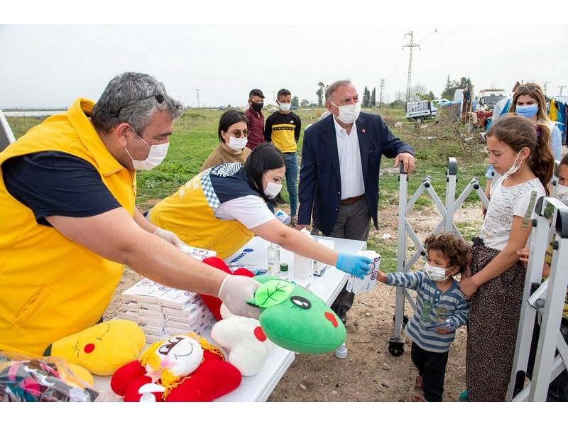 Seyhan Belediyesi Sosyal Yardım İşleri Müdürlüğü ekipleri, yardıma ihtiyacı olan vatandaşların Ramazan ayında huzuru ve mutluluğu için 24 saat boyunca görev yapıyor