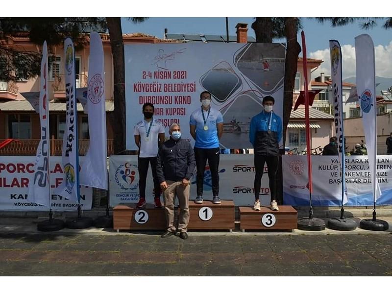 Üç altın, dokuz gümüş ve altı bronz madalya kazanan sporcularımızın yanı sıra milli takıma seçilen beş sporcumuzu tebrik ediyor