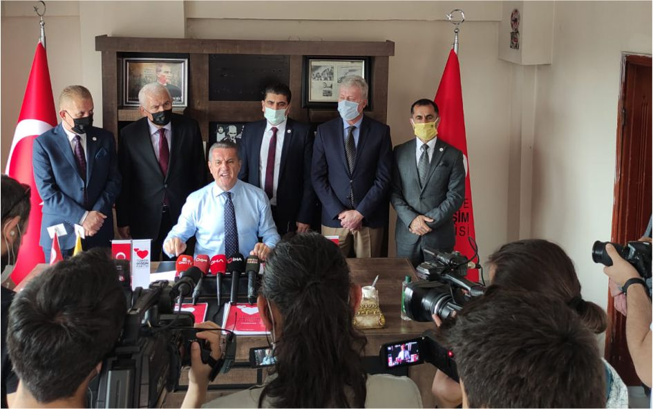 Türkiye Değişim Partisi (TDP) Genel Başkanı Mustafa Sarıgül, Düzce ziyaretinden yaptığı konuşmada partisinin sağı solu olmadığını sağ el ile sol eli birleştireceklerini söyledi.
