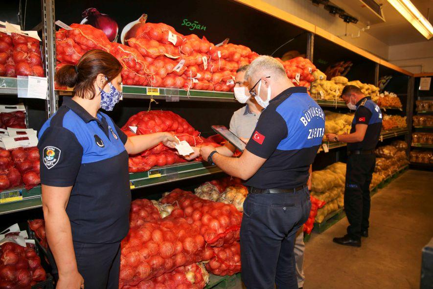 Zeydan Karalar, halka fahiş fiyata sebze ve meyve satılmaması için ekipleri harekete geçirdi
