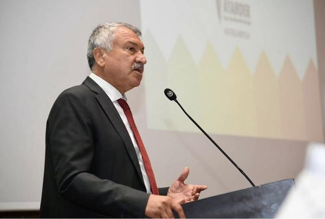 Toplantıda Adana Büyükşehir Belediye Başkanı Zeydan Karalar açılış konuşmasını yaptı.