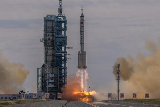 Shenzhou-12 insanlı uzay gemisi başarıyla fırlatıldı..