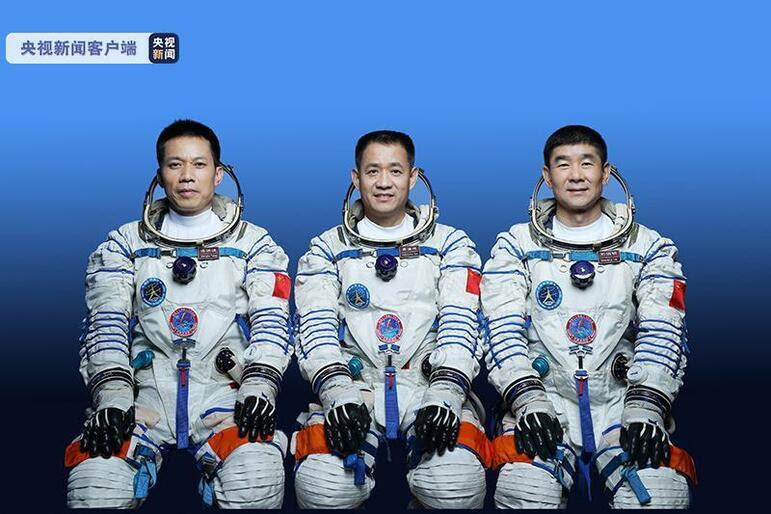 Çin'in insanlı uzay misyonuna katılacak astronotların isimleri açıklandı.