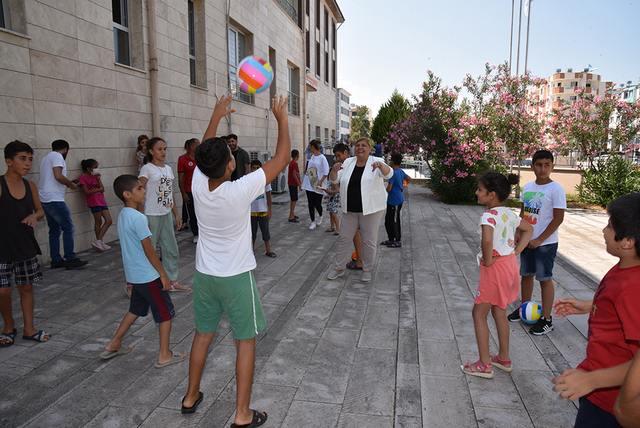 Ceyhan'da yaşayan Baran'ın isteği üzerine, futbol topu talebine duyarsız kalmadı