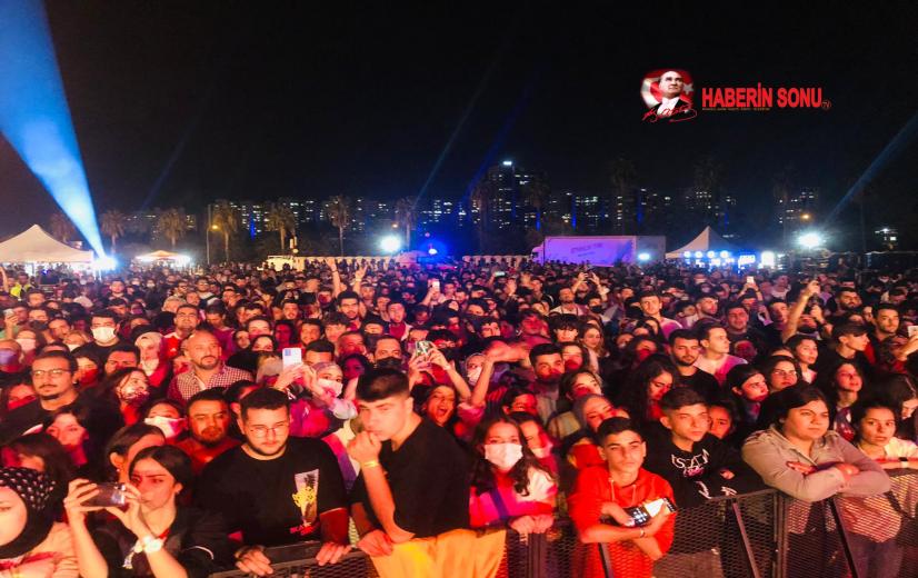 Festival coşkulu başladı.Binlerce insan festivale akın etti